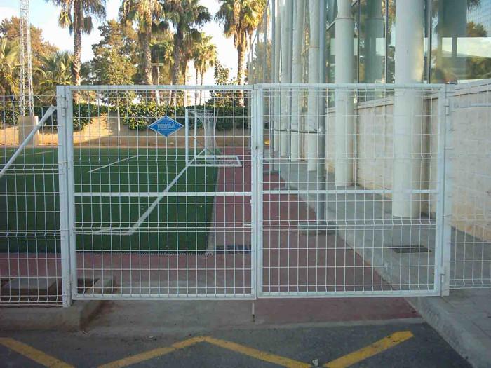 Las mallas s a s sitio web for Puertas corredizas metalicas
